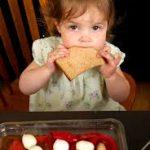 mangiare bambina